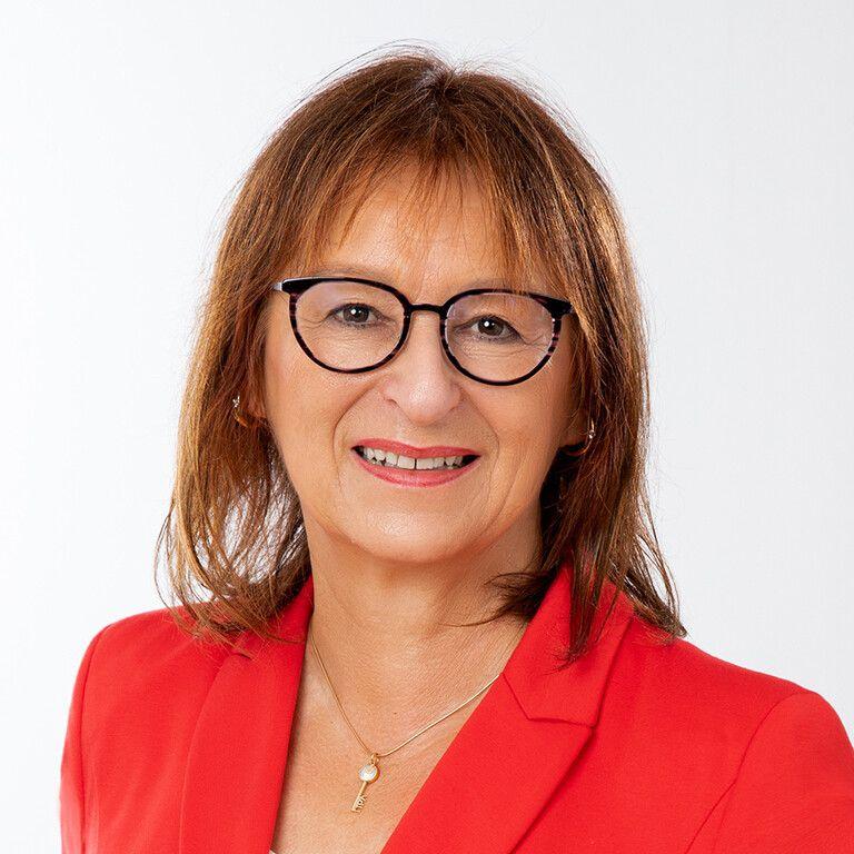 Charlotte Helzle - Geschäftsführung - hema electronic GmbH