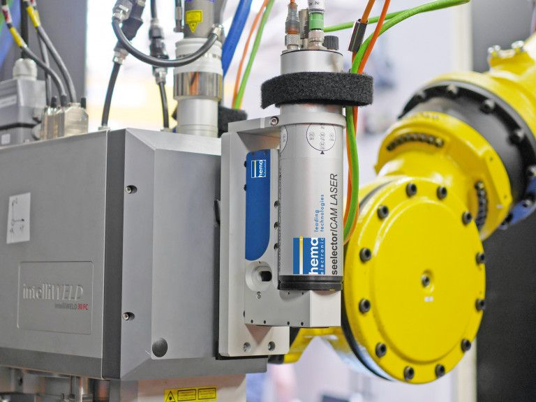 seelectorICAM LASER quality assurance system with intelliWELD laser and FANUC robot